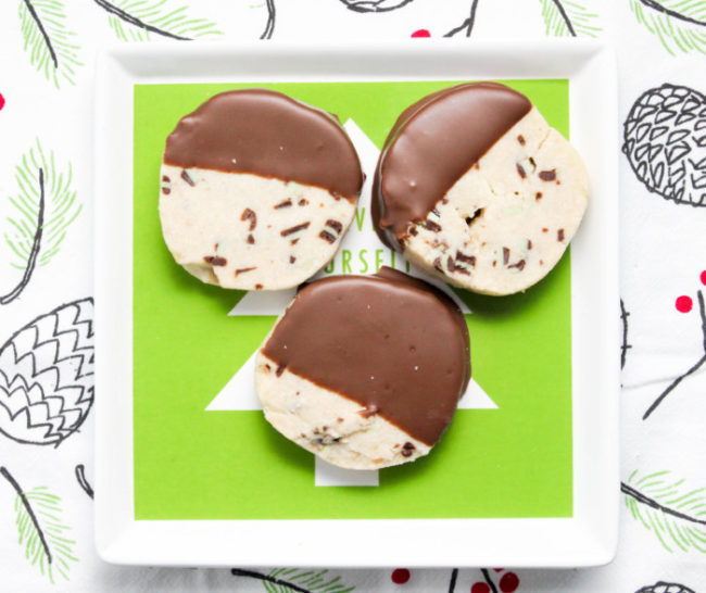 chocolate-dipped-mint-shortbread-cookies